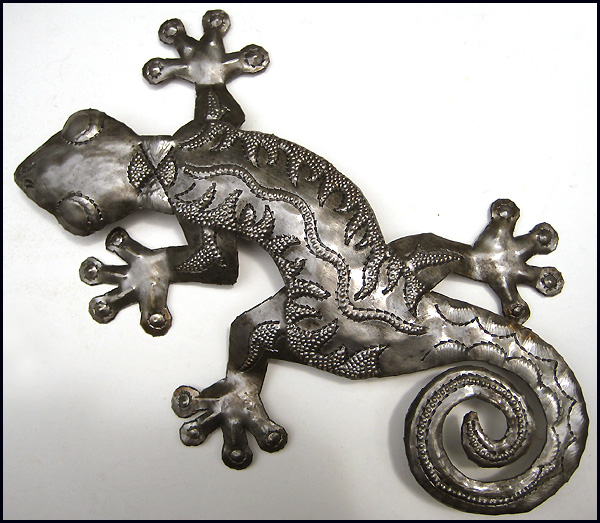 Haitian handcraft gecko. Recycled steel drum. Close up of gecko wall hanging & Metal gecko wall art - Metal wall hangings - Haitian steel drum art