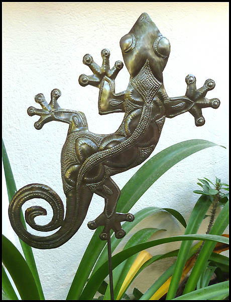 Gecko plant stake. Haitian recycled steel drum. Outdoor garden decor